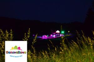 Donovalkovo v noci pohľad z diaľky